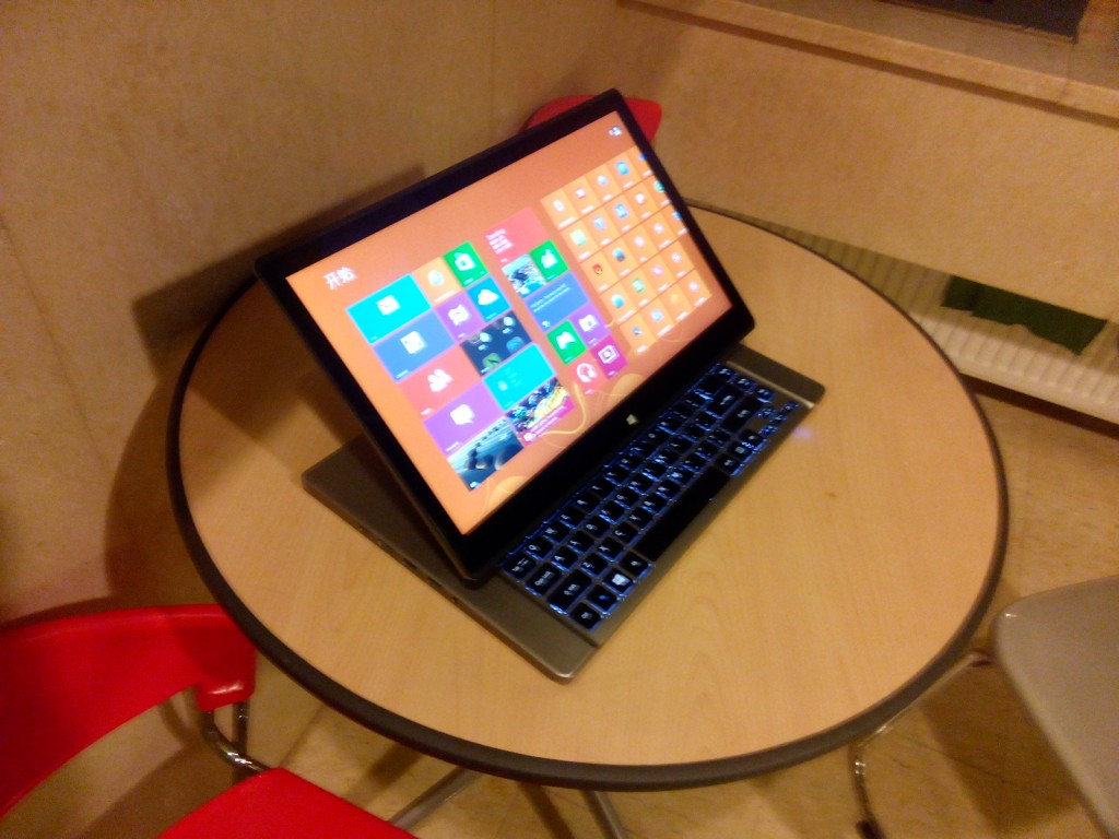 aspire r7 windows 8 on desk 1